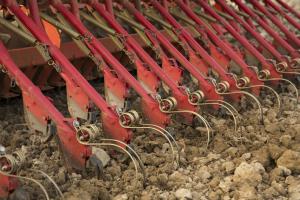 Подходят ли лемешные сеялки для каменистых почв?